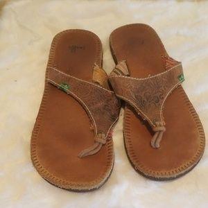 Sanuk Tooled Leather Sandals Size 7